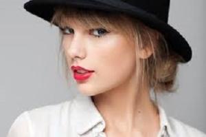 Taylor Swift takes a shit